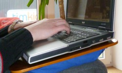Timkid portabel - Unterlage für Notebook / Laptop für Beine - Holz