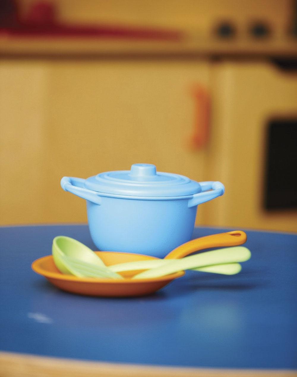 Green toys kochset fur spielkuche maman et bebe for Geschirr für spielküche