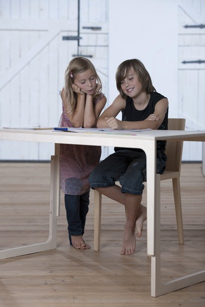 sirch vaclav schreibtisch f r kinder h henverstellbar rot maman et bebe. Black Bedroom Furniture Sets. Home Design Ideas