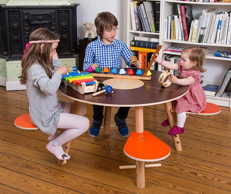 timkid spieltisch tavi f r kinder aus holz braun maman et bebe. Black Bedroom Furniture Sets. Home Design Ideas